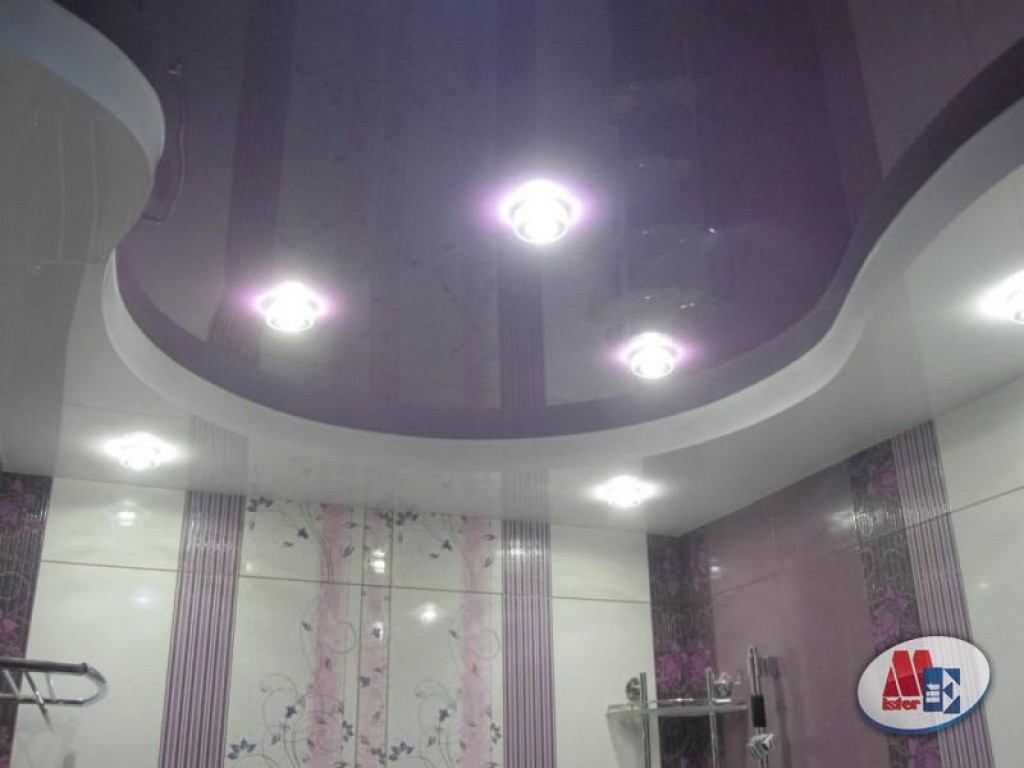 двухуровневый натяжной потолок в ванной фото