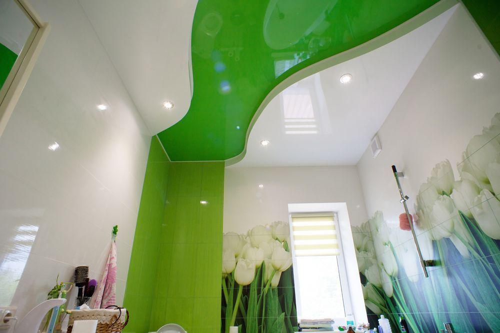 Как смотрится двухуровневый натяжной потолок в ванной