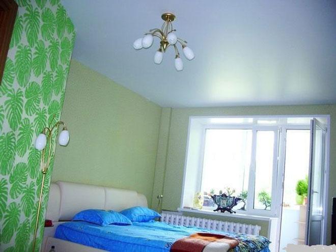 Натяжные потолки фото для спальни сатиновые