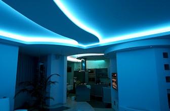 Натяжные потолки со светодиодной подсветкой — особенности монтажа