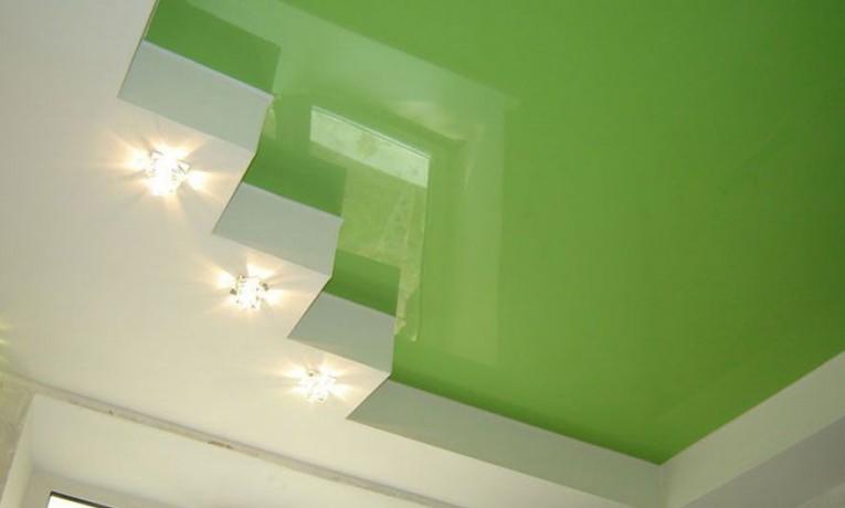Салатовый натяжной потолок в интерьере